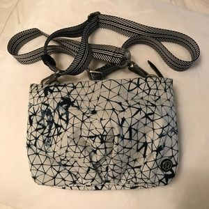 Lululemon Crossbody/or shoulder bag.
